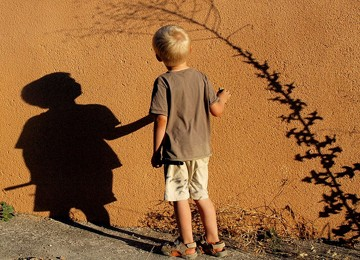 Supaya Si Anak Cowok tidak 'Melambai', Simak Ini Dulu