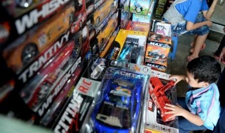 Mainan Online Anak Anak Memilih Mainan di Pasar
