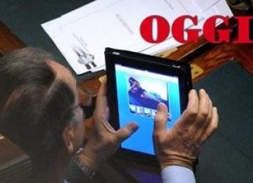 Anggota parlemen Italia tertangkap basah menonton video porno.