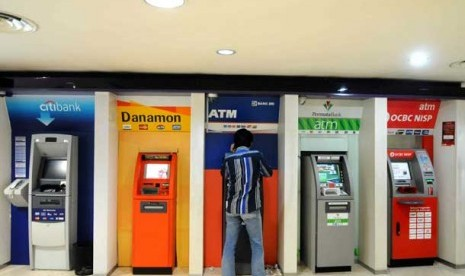 Anjungan tunai mandiri (ATM)