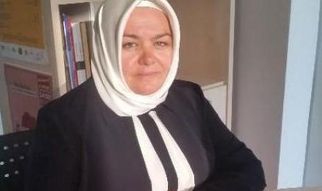 Aysen Gurcan, perempuan berhijab pertama yang ditunjuk menjadi menteri di Turki.