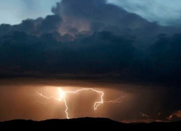 Badai (ilustrasi)