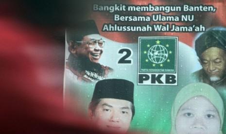 Baliho sosialisasi caleg dari Partai Kebangkitan Bangsa (PKB) yang ...