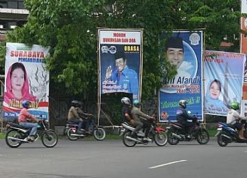 Baliho saat pemilukada, ilustrasi