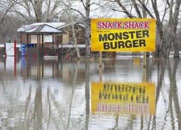 Banjir paksa ribuan warga mengungsi di kanada