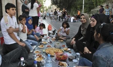 Halal Corner Bekasi Berbagi 1000 Iftar