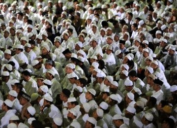 Berdoa bersama dalam zikir nasional di Masjid At-Tin Jakarta