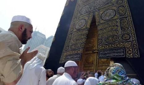 Berdoa di Multazam