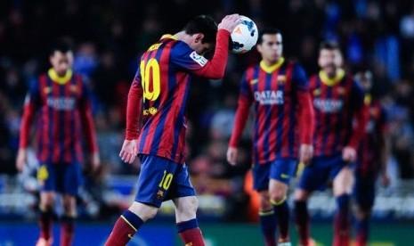 Bintang Barcelona, Lionel Messi, terlihat frustrasi setelah timnya dikalahkan tuan rumah Real Sociedad.