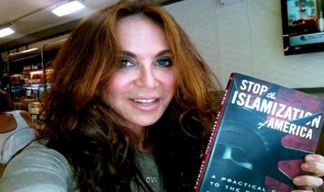 Ratu Anti-Islam Ini Pasang Billboard Kartun Nabi Muhammad di Jalanan AS