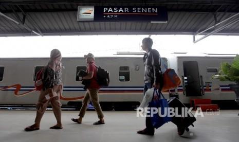 In Picture: Libur Panjang, Penumpang Kereta Api Melonjak