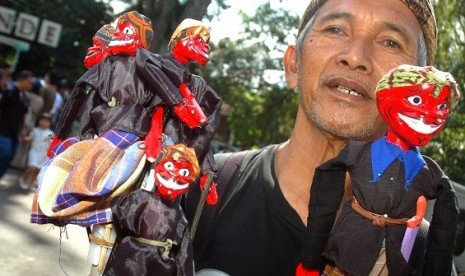 Cepot puppets are sold as souvernirs in Bandung, West Java. (illustration)