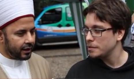 Cesar yang ikut menyaksikan perhelatan Piala Dunia Brasil menyatakan masuk Islam.