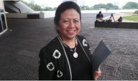 Ceu Popong, députée du Golkar depuis 1987 et doyenne du MPR (anekainfounik).