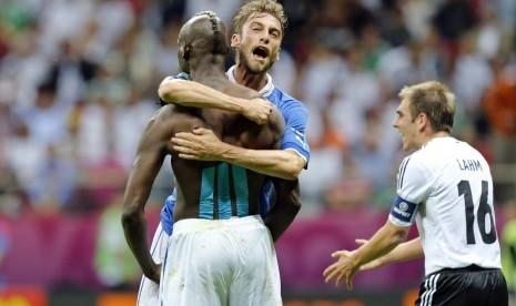Claudio Marchisio saat merayakan gol kedua Italia ke gawang Jerman yang di lesakkan oleh Mario Balotelli