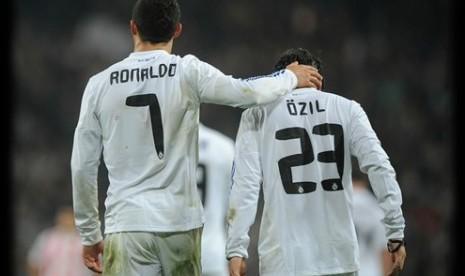 Cristiano Ronaldo dan Mesut Oezil