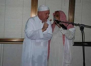 Alhamdulillah, Profesor Asal Inggris Ucapkan Syahadat