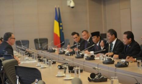 Delegasi Parlemen Indonesia yang dipimpin Wakil Ketua DPR Taufik Kurniawan sedang melakukan pembicaraan dengan Kementerian Ekonomi, Perdagangan dan Pariwisata Romania