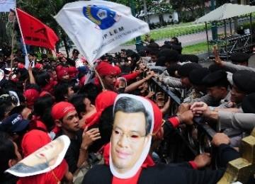 Demo buruh tuntut kenaikan UMP (ilustrasi).