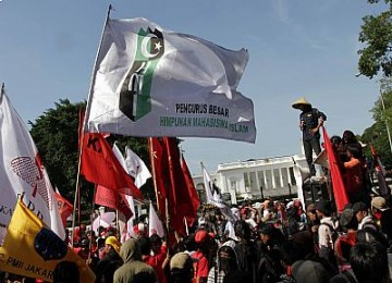 Demo di depan Istana Presiden
