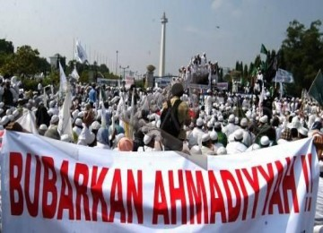 Demo menuntut pembubaran Ahmadiyah