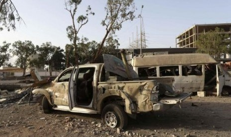 Destroyed vehicles are seen after fighting between Libyan special forces and ex-rebel fighters of the Benghazi Shura Council in the eastern city of Benghazi July 30, 2014.