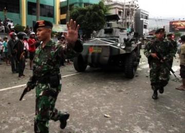 Detasemen Kavaleri (Denkav) 5/BLC - Kodam XVI Pattimura mengerahkan sejumlah tank untuk membantu Polda Maluku menghentikan kericuhan antara warga yang terjadi di Kota Ambon, Ahad (11/9).