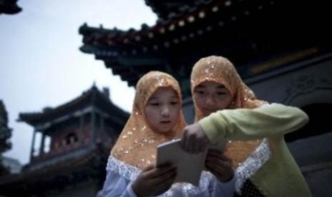 Dua remaja Muslim Cina. (ilustrasi)