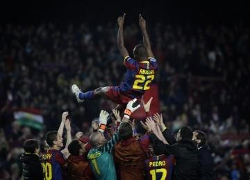 Eric Abidal, yang kembali tampil usai operasi hati, menjadi bintang Barcelona.