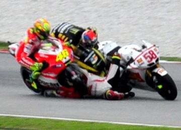 Foto kecelakaan tragis yang menimpa pembalap Italia, Marco Simoncelli