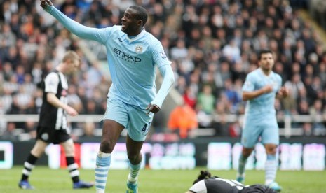 Gelandang Manchester City Yaya Toure, merayakan gol ke gawang Newcastle di Sports Direct Arena, Newcastle, Inggris, Minggu (6/5).