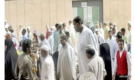 Manusia Tertinggi di Dunia Tunaikan Ibadah Haji