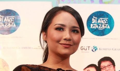 Gita Gutawa Hadapi PMS dengan Air Putih