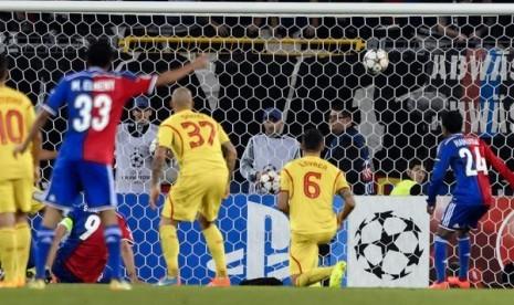 Gol Marco Streller ke gawang Liverpool.
