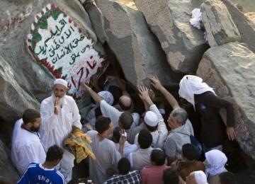 Gua Hira di Jabal Nur selalu dikerubungi jamaah yang hendak ziarah.