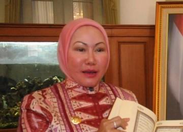 Gubernur Banten Ratu Atut Chosyiah