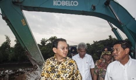 Gubernur DKI Jakarta Basuki Tjahaja Purnama atau Ahok (kiri).