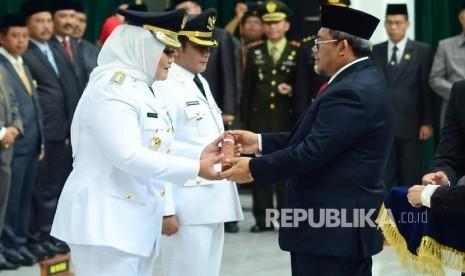 In Picture: Aher Lantik Bupati dan Wakil Bupati Bekasi