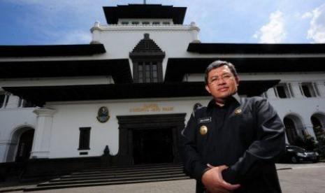 .Daftar nama gubernur di indonesia