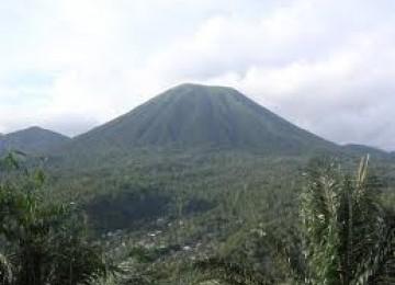 Gunung Lokon sebelum meletus