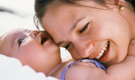 Ibu dan bayi (ilustrasi).