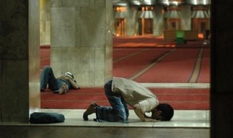 Iktikaf di masjid.