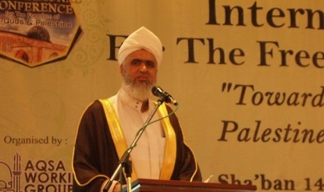 Imam Al-Aqsha Mosque, Sheikh Ali Omar Yacob Al Abbasi, delivers his message in the last day of International Conference for the Freedom of Al Quds and Palestine, in Bandung, West Java, on Thursday.