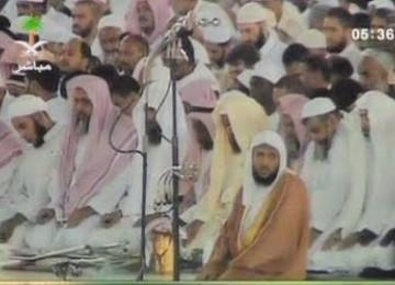 Imam Masjidil Haram memimpin shalat berjamaah