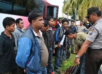 Imigran gelap diamankan petugas.