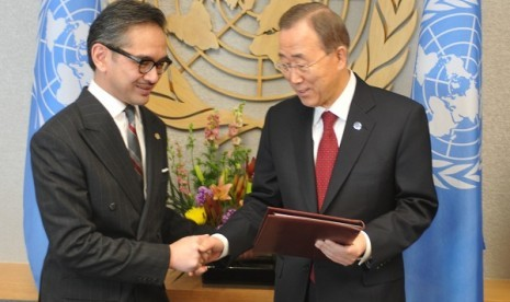 Indonesia recently ratifies Comprehensive Nuclear Test-Ban Treaty (CTBT). In the file photo on February, Indonesian Minister of Foreign Affairs Marty Natalegawa (left) hands over the treaty to UN Secretary General, Ban Ki-moon, in New York, United States.