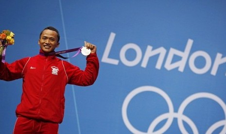 Indonesia's Triyatno Triyatno poses with his silver medal at the podium of the men's 69Kg weightlifting competition at the ExCel venue at the London 2012 Olympic Games July 31, 2012.