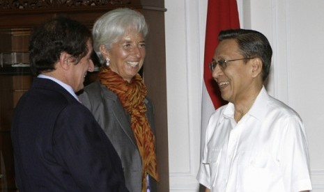 International Monetary Fund (IMF) Managing Director Christine Lagarde (center) looks on as Indonesia's Vice President Boediono (right) talks to Anoop Singh, director of the Asia and Pacific Department of the IMF, at the Vice Presidential Palace in Jakarta