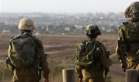 Israeli soldiers patrol near the border with the Gaza Strip. (file photo)