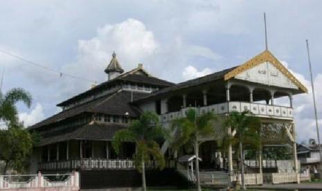 Istana Kadriya, Tempat Alkadri Pimpin 'Kuntilanak'